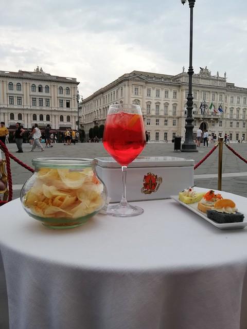 Aperitivo al Caffè degli Specchi di Trieste