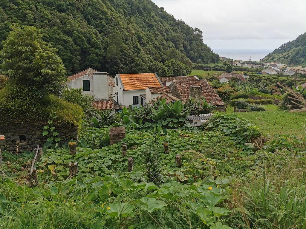 vista del pueblo Faial do Terra Isla San Miguel Azores Portugal 01
