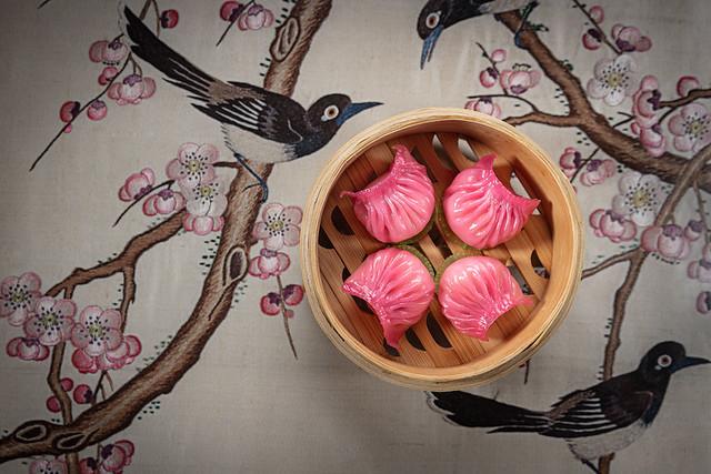 Steamed pink har kau 粉紅瑤柱鮮蝦餃