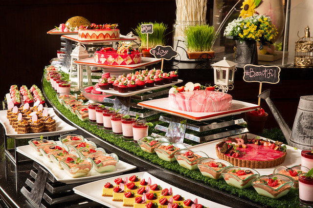 Grand Orbit PINK dessert buffet 5