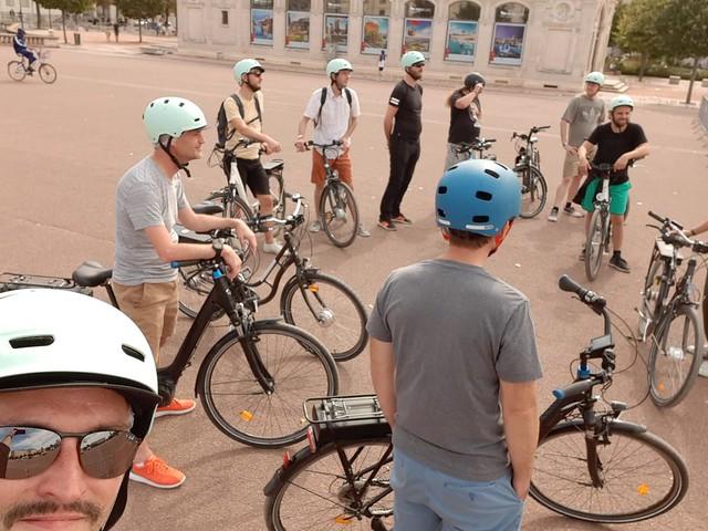 Summer 19 - Blackfire team on a bike ride