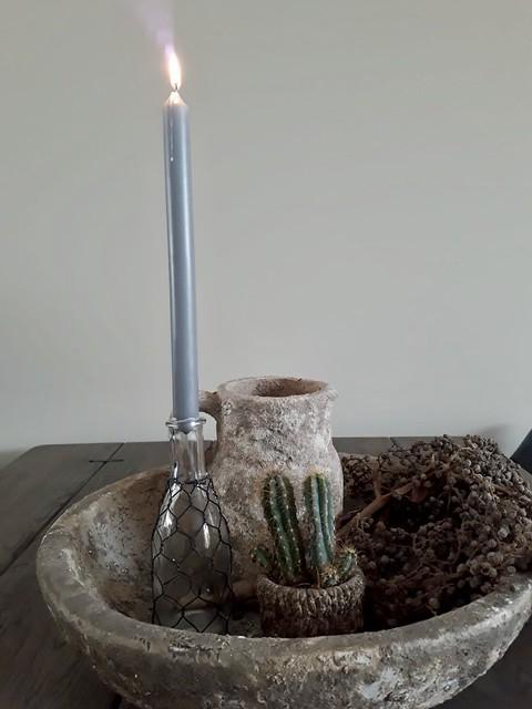 Stenen schaal kruikje kaars in fles cactus dadeltak