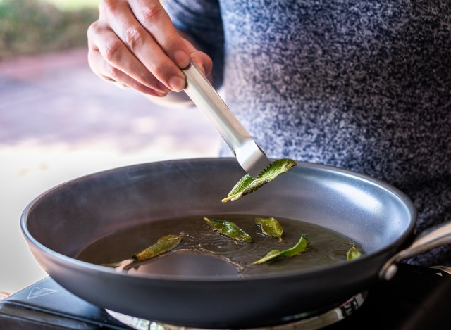 sage leaves become crispy in just 30 seconds