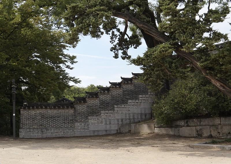 昌慶宮 多分向こうは昌徳宮の秘苑