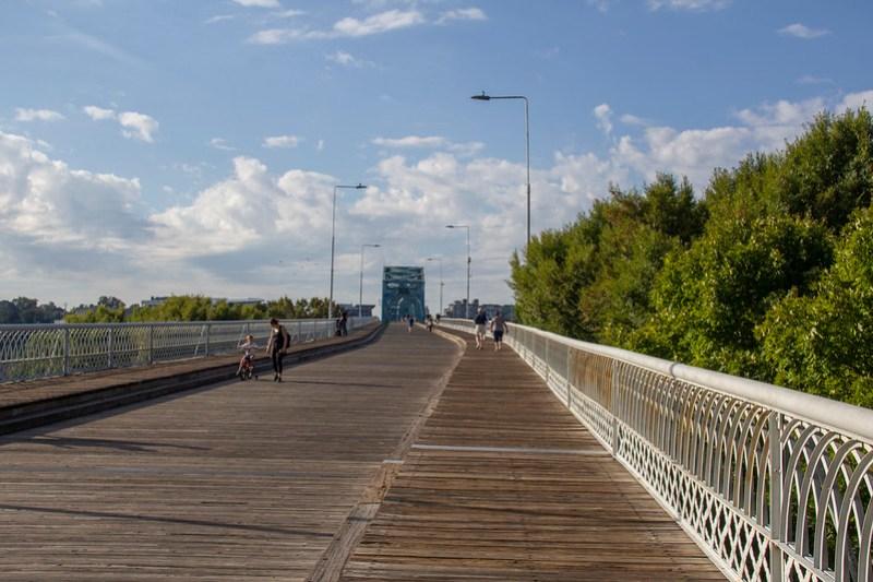 Walnut Street Bridge0