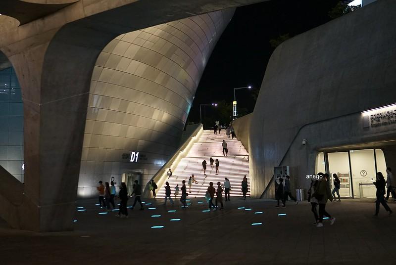 デザインプラザ 光る階段