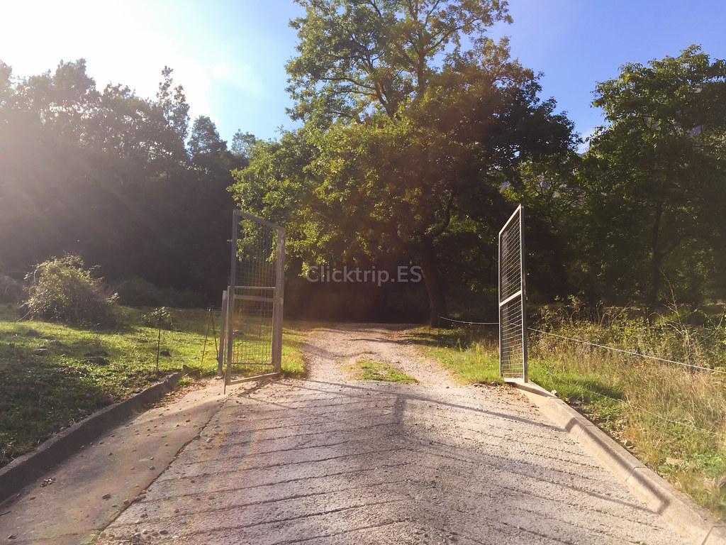 Acceso a la ruta del Salt del Roure (Joanetes) Vall d'en Bas | ClickTrip