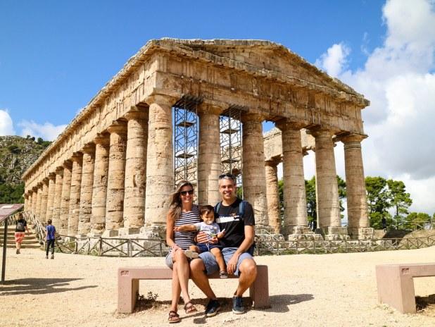 Templo de Segesta con niños