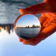 the best reflection - blogpost Sydney 2019 online on www.travelformotion.com #ilovesydney #sunset #sydneyharbour #circularquay #australia #seeaustralia #ig_australia #aussiephotos #australiagram #visitaustralia #discoveraustralia #sydneylife #instasydney