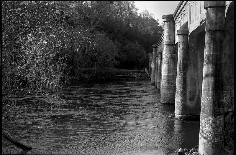 old railroad bridge, remaining sutumns leaves, French Broad River, Asheville, NC, Minolta XG-M, Super Albion 28mm f-2.8, Derev Pan 400, HC-110 developer, 11.17.19