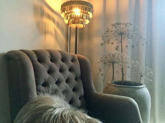 Landelijke fauteuil Hoffz lamp berenklauw in kruik