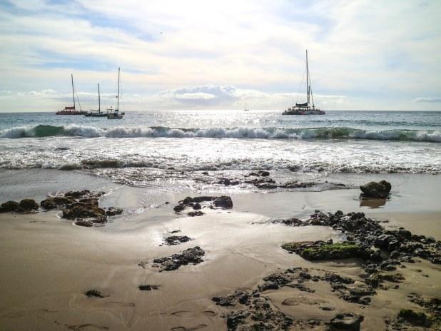 Barcos que paran frente a las playas de Tenerife