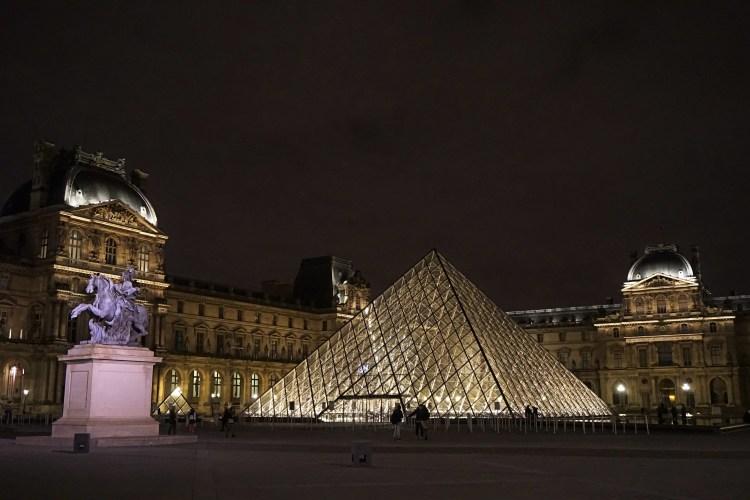 Pyramide & Palais du Louvre, Paris