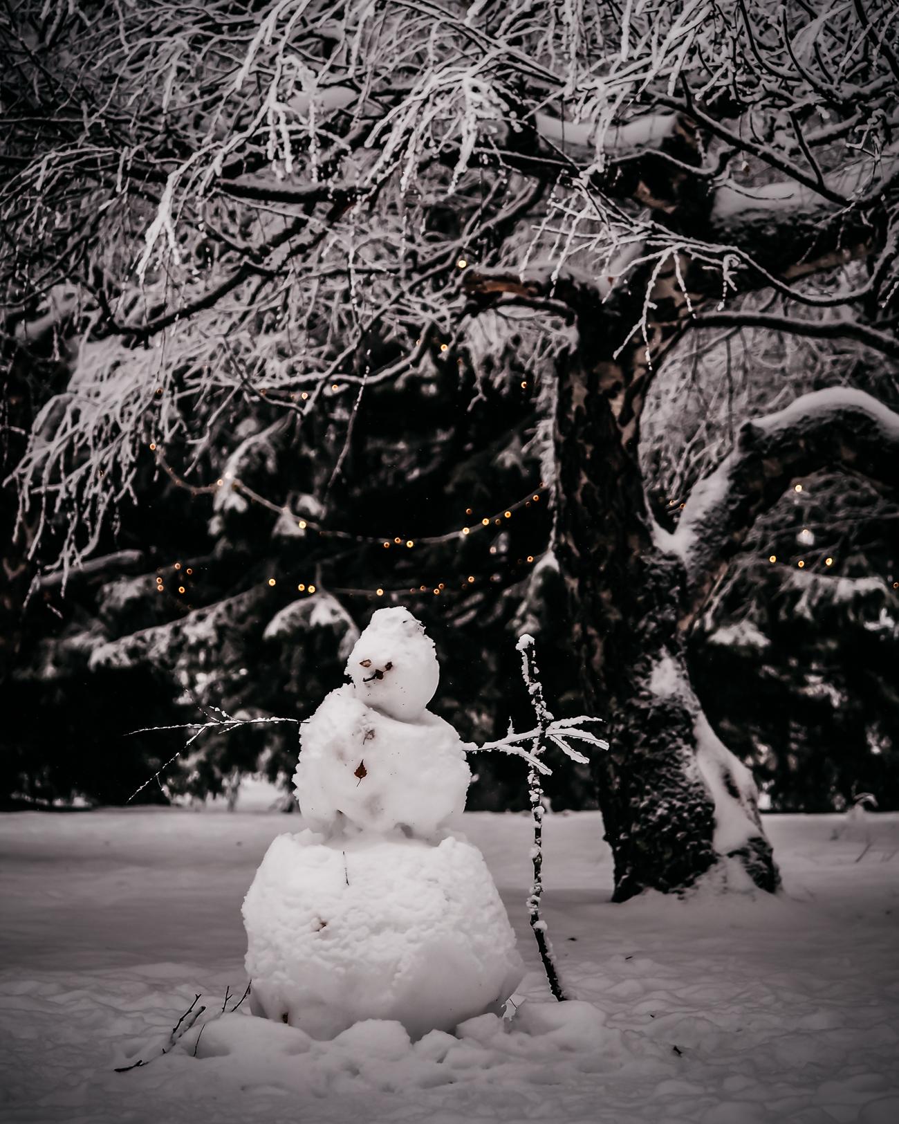 pihalla kuin lumiukko