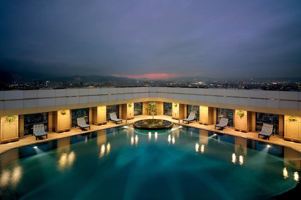 Shangri-La's Far Eastern Plaza Hotel 4