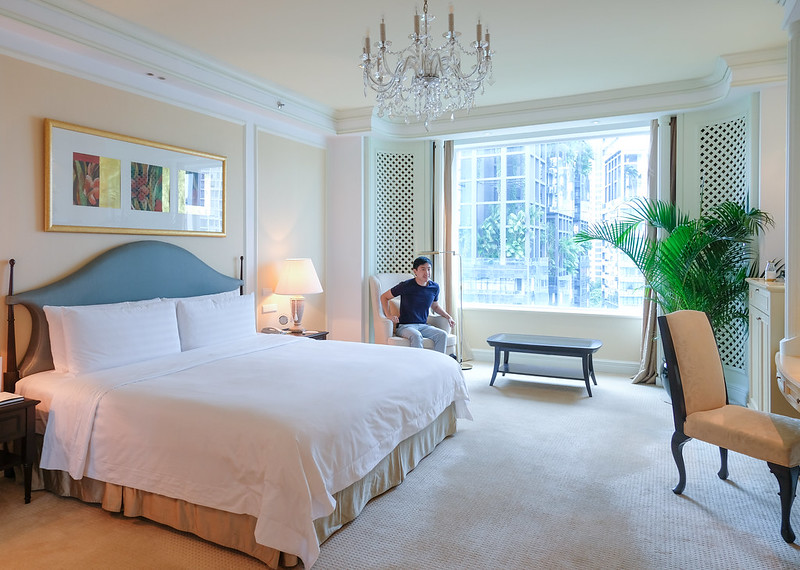 bedroom of the valley wing, shangri-la singapore