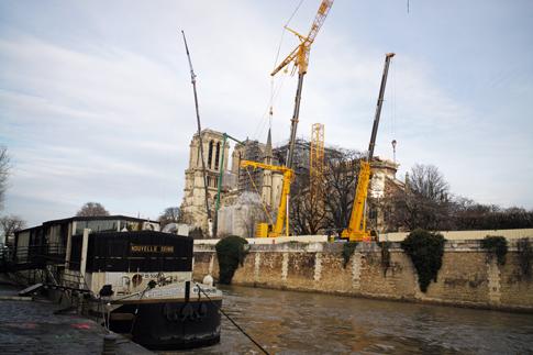 19l17 Notre Dame_0030 variante Uti 485