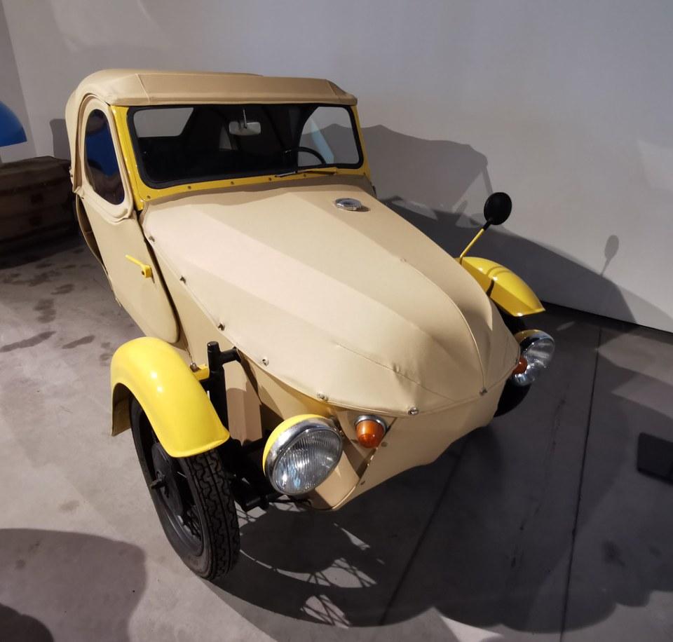 Museo Automovilístico y de la Moda de Málaga coches antiguos del año 1967 fabricado en Checoslovaquia Modelo 16-350 Baby Car