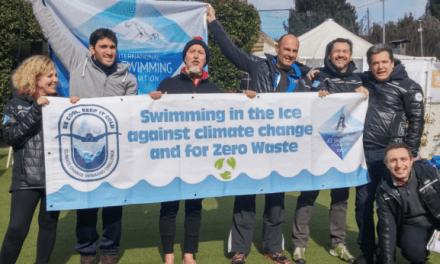 """A Mandello l'eco-nuotata """"gelida"""" per l'ambiente. Enzo Favoino nuota l'Ice Mile"""