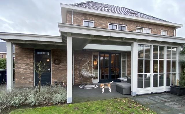 Landelijke woning met klassieke veranda