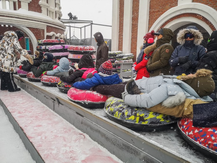 Group snow tubing in Harbin Volga Manor