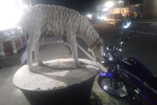 patung-kambing-sate-kambing-bu-ratna-karangpandan
