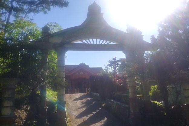 gapura-masjid-nampak-modern