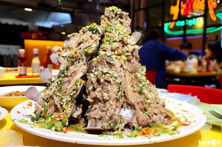 49413457857 dea8db10a0 b - 熱血採訪|泰辛火山排骨,台中也能吃到曼谷夜市爆紅美食,巨無霸浮誇排骨山,大口吃肉超過癮