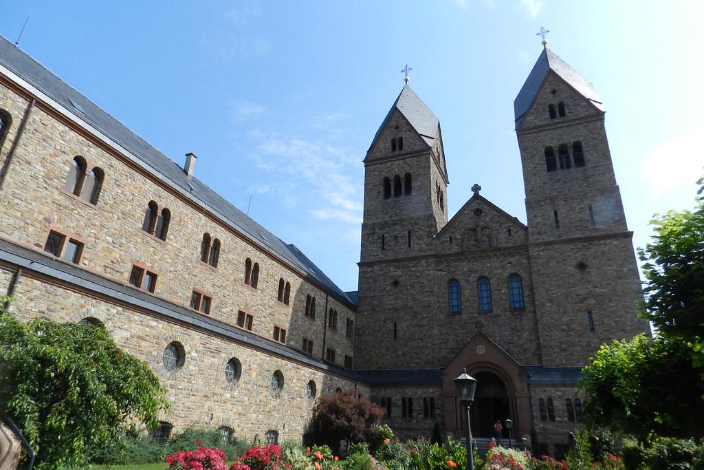 Exterior abadía de Santa Hildegarda en Windeck Eibingen Abbey Abtei St. Hildegard Rüdesheim Alemania 01