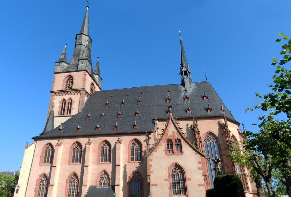 exterior Iglesia de San Valentin y San Dionisio Kiedrich Valle del Rin Alemania 04