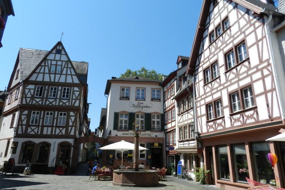 plaza Kirschgarten edificios y fuente Maguncia Mainz Valle del Rin Alemania 02