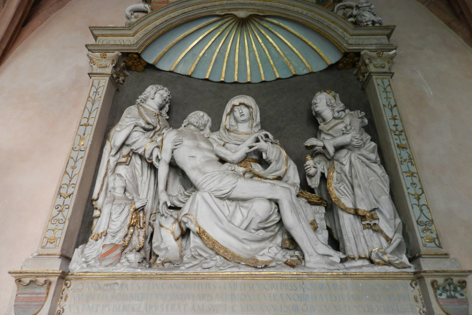 sepulcro de Johann von Hattstein escultura La Piedad interior Catedral de Maguncia Mainzer Do Mainz Valle del Rin Alemania