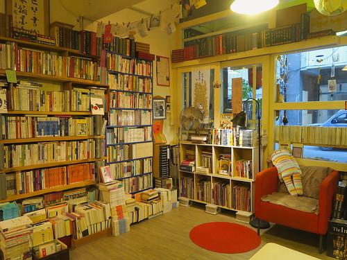 台南「林檎二手書室」:密密麻麻藏書量