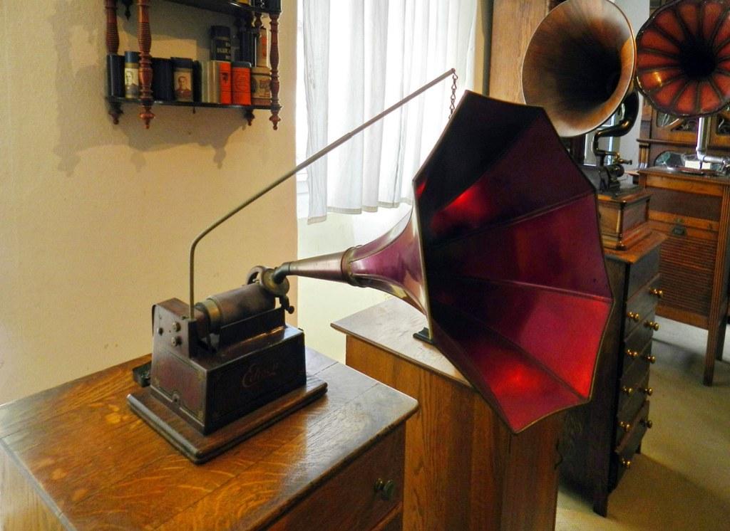 Fonógrafo Edison museo de Musica Mecanica Siegfried's Mechanical Museum Rudesheim Alemania