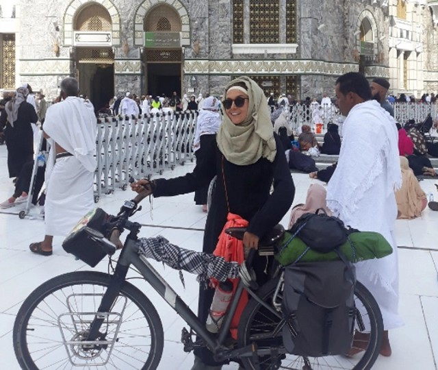 5519 Sara Haba, the first female pilgrim to reach Makkah on a bicycle (3)