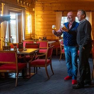 Kali Schneider und Karl Schwald werden vom Fotografen abgeschossen