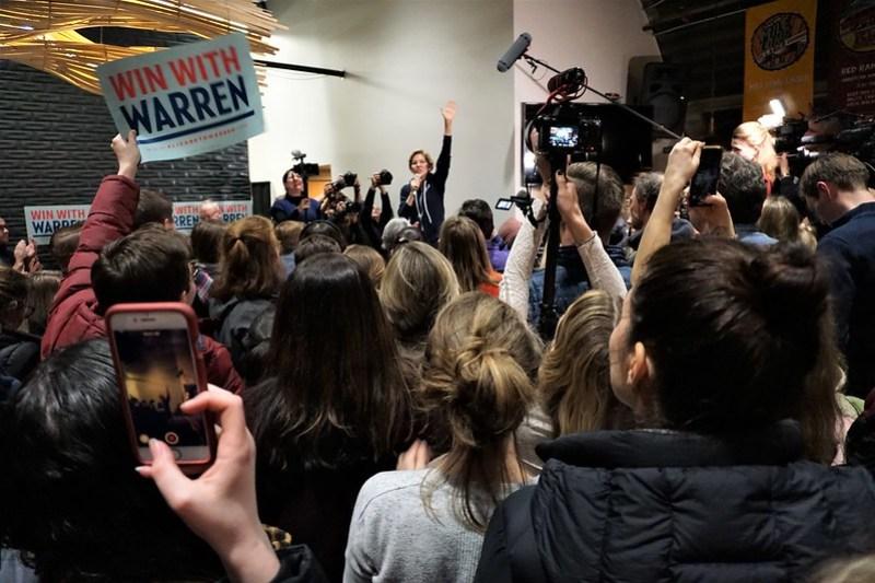 Meet & Greet with Elizabeth Warren at Peach Tree Brewing in Des Moines, Jan. 31, 2020 - 2020 Iowa Caucus
