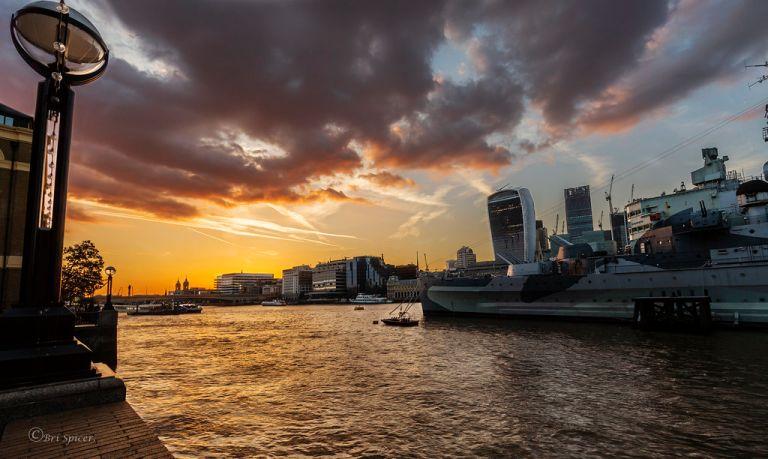 Thames light show