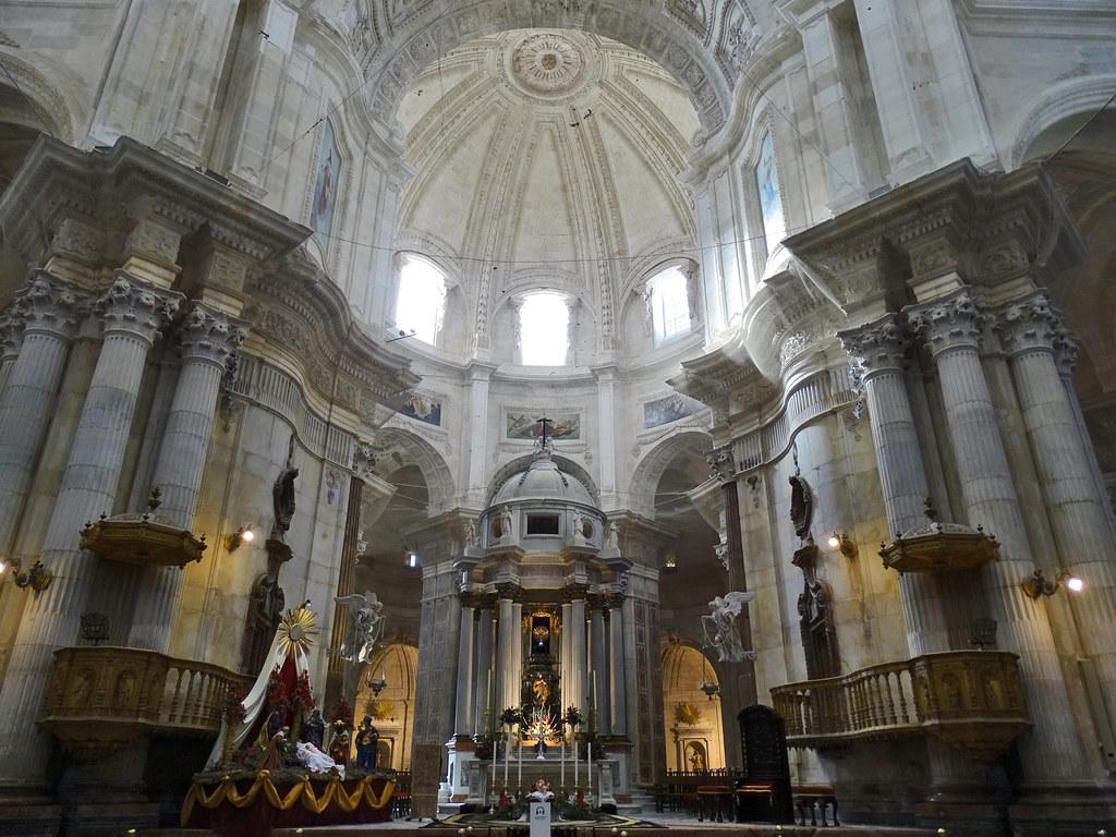 altar mayor interior Catedral de la Santa Cruz de Cadiz 02