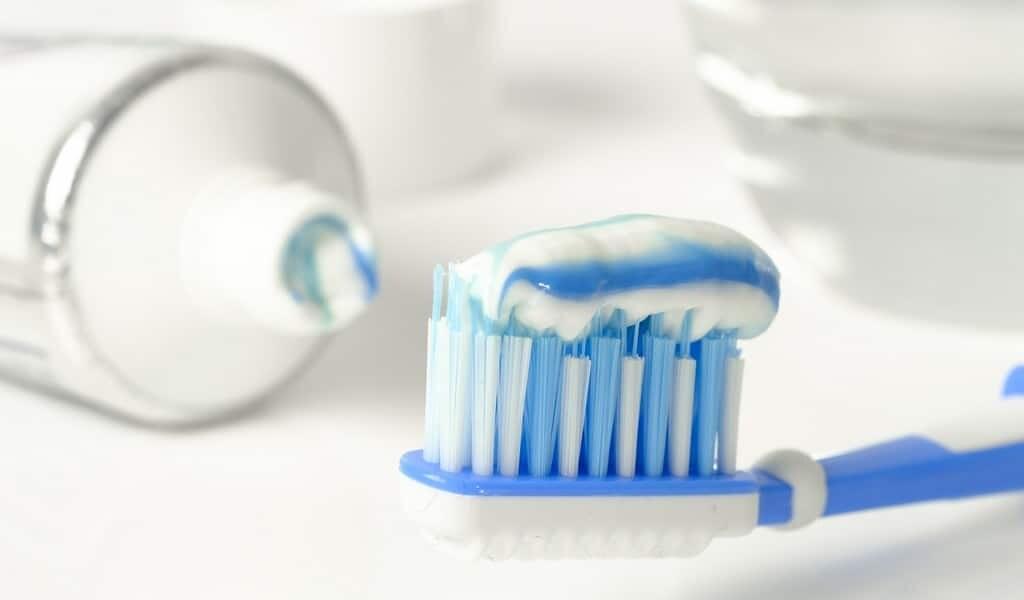 un-dentifrice-qui-peut-identifier-la-plaque-réduit-les-inflammations-systémiques