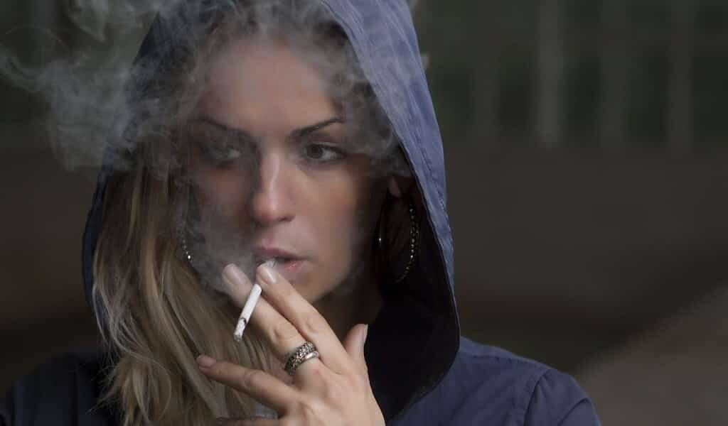 les-produits-chimiques-du-tabac-affectent-les-non-fumeurs