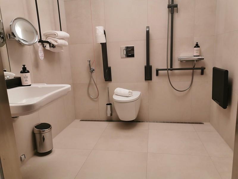Esteettömän kylpyhuone kerroksissa 6-10