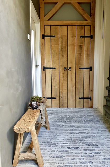 Waaltjes houten deuren landelijke hal