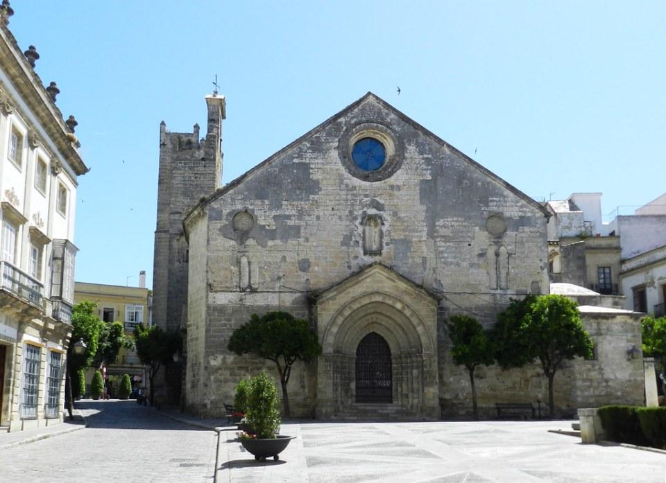 fachada y portada exterior Iglesia de San Dionisio Jerez de la Frontera Cadiz 01