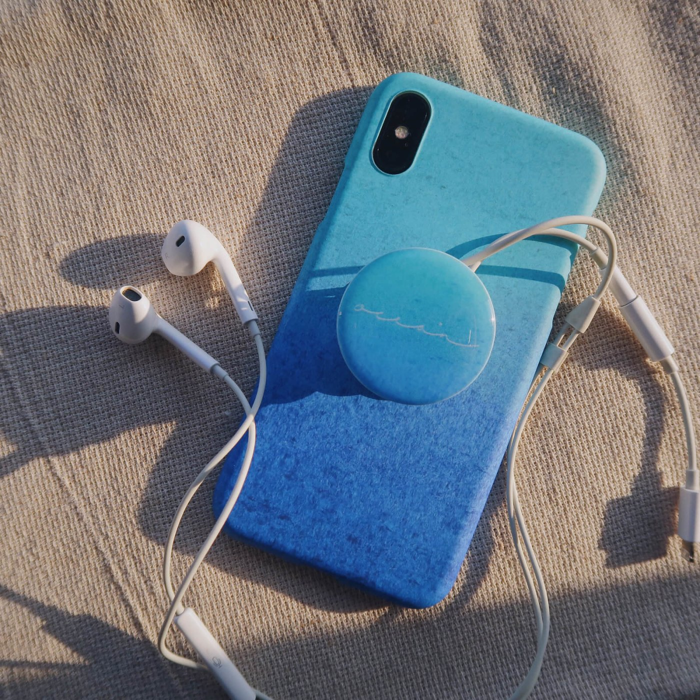 49686060452 106c6e7043 h 每個人的內心都是一片海,藏著深不見底的藍。
