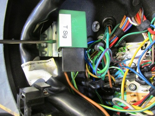 Green Turn Signal Relay Plugs Into Black Socket