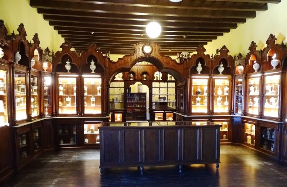 despacho antigua botica farmacia municipal Palacio Villavicencio Alcazar de Jerez de la Frontera Cadiz 02