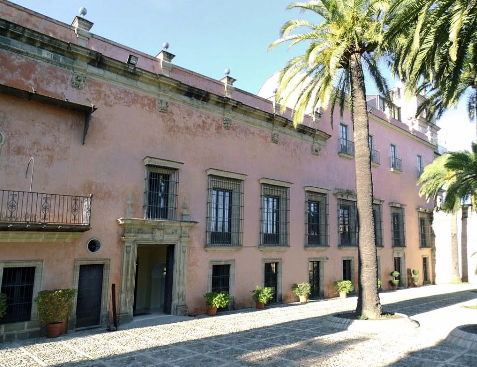 edificio exterior del Palacio Villavicencio y patio de Armas Alcazar de Jerez de la Frontera Cadiz