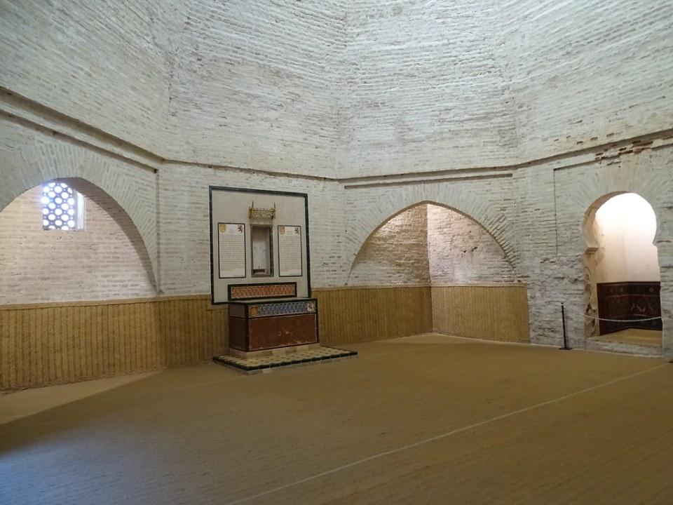 altar cristiano y cantigas de Alfonso X Sala de Oracion La Mezquita El Alcazar de Jerez de la Frontera Cadiz 02