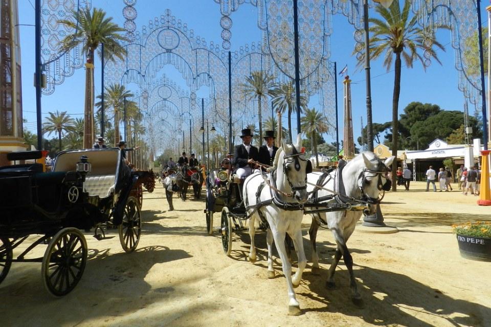 paseo desfile carruaje enganche de dos caballos recinto Parque González Hontoria Feria del Caballo 2014 Jerez de la Frontera Cadiz 03